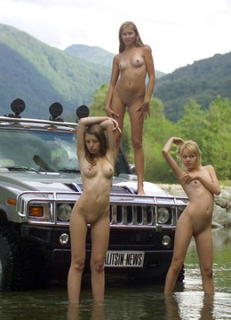 Photo set in the mountains, girls like..